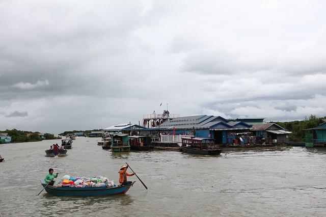 Dryfująca wioska na jeziorze Tonle Sap, Kambodża